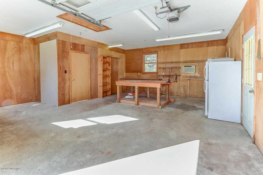 221 Spruce garage.jpg