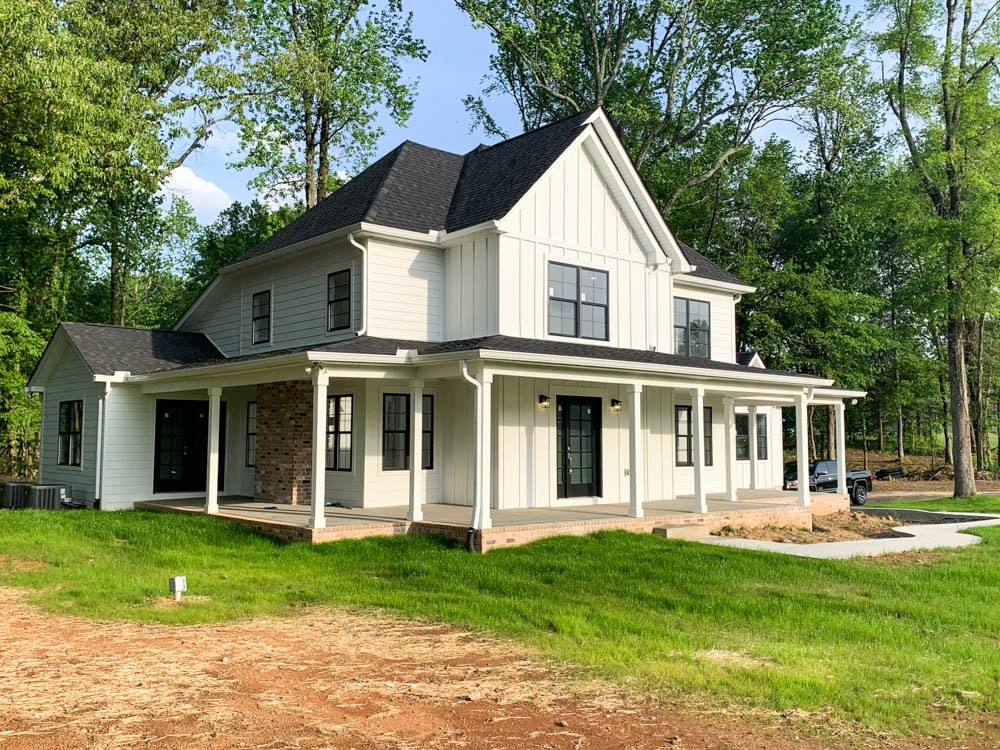 Beautiful New Construction Home in Waverly Pointe Subdivision!  1015 Founders Lane, Portland, TN.  37148