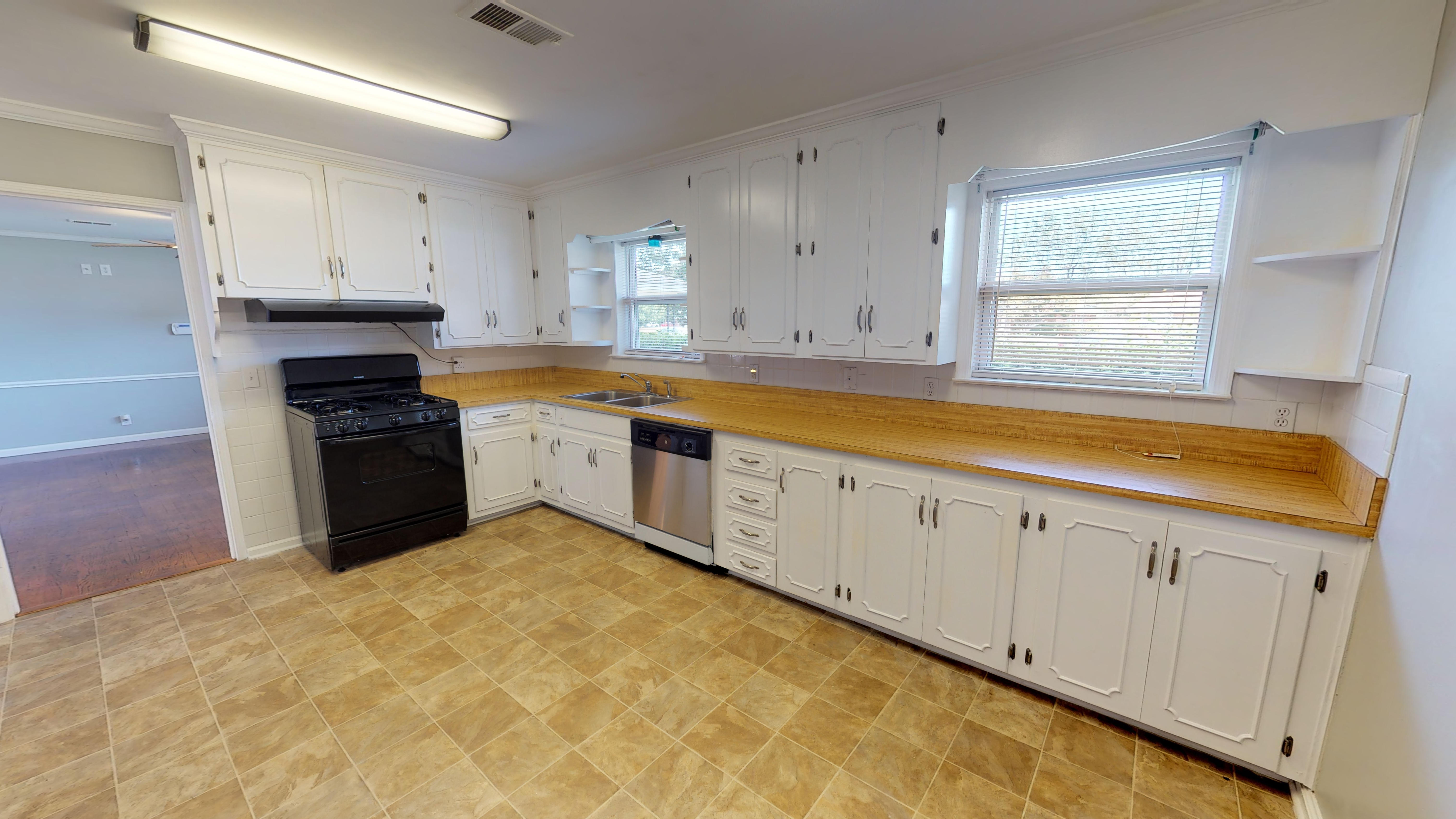 FOR RENT IN MONTGOMERY! 4 BED 2 BATH AT 2718 SWEETBRIAR ROAD