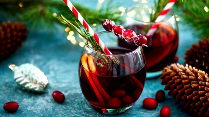 The Only 6 Things You Need to Throw a Holiday Party at Home