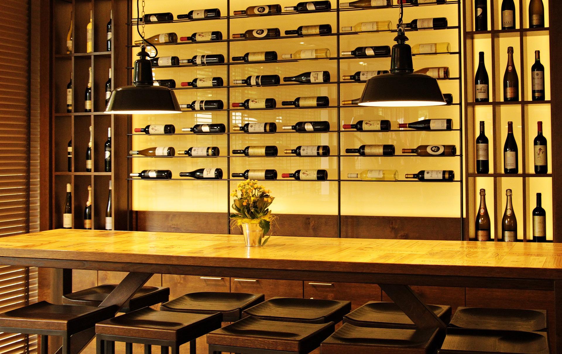 wine-bottles-3623697_1920.jpg