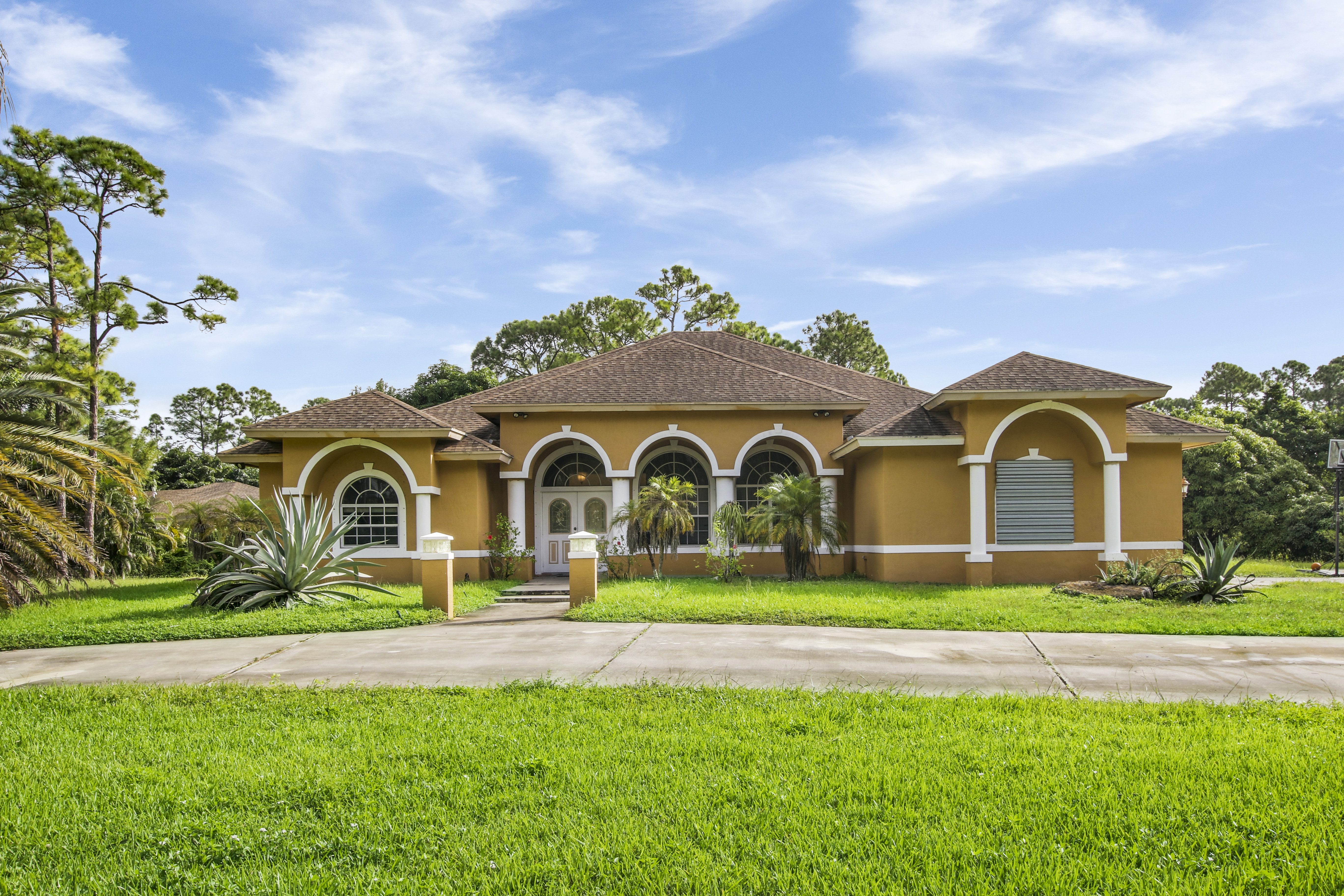 Just Listed! Loxahatchee Home with Over 3,000 sq ft! A MUST SEE!