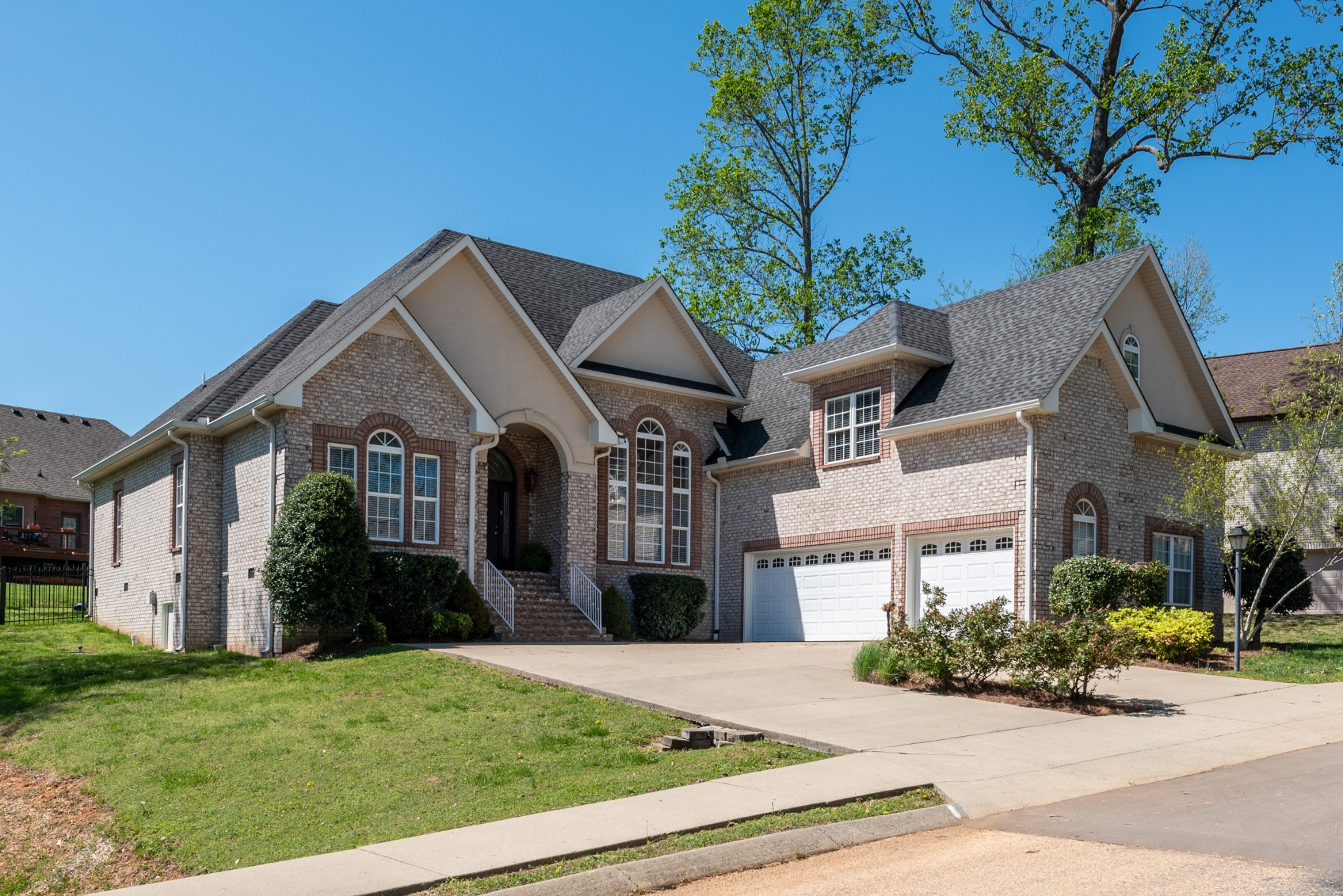 Beautiful All Brick 4 BR/3.5 BA Home In Sought After Subdivision!  423 Fieldstone Dr., White House, TN.  37188