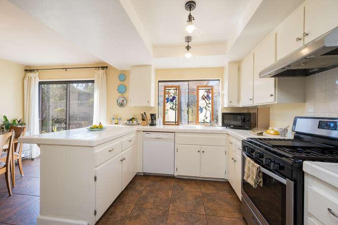 1125 Oceanaire Dr San Luis-small-015-012-Kitchen-666x444-72dpi.jpg
