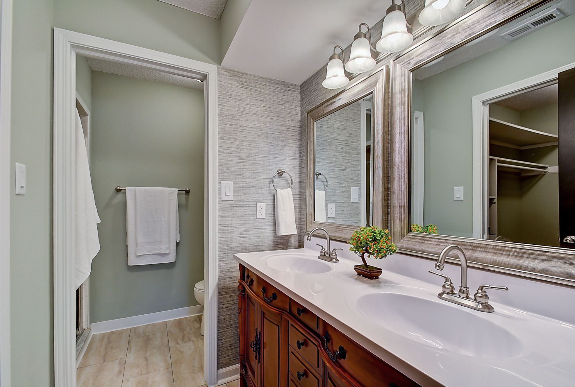 17-Master Bathroom.jpg