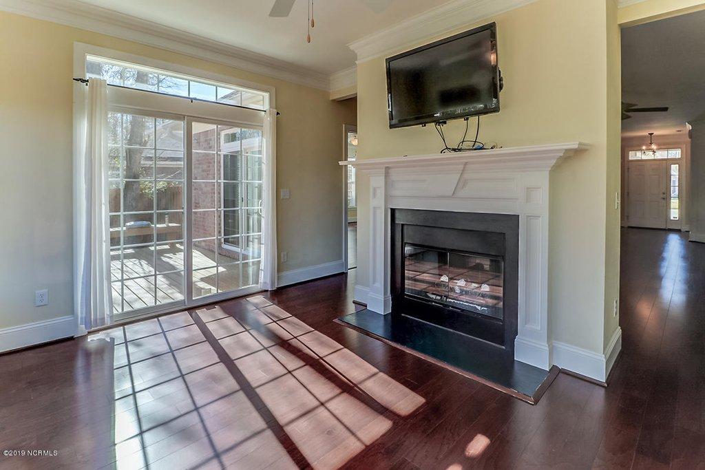 fireplace 2.jpg