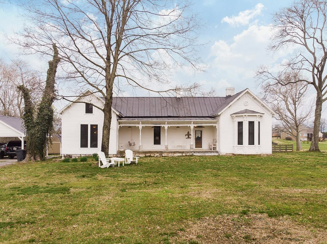 Beautiful Historic Home On 3.23 Acres!  2272 Cages Bend Rd., Gallatin, TN.  37066