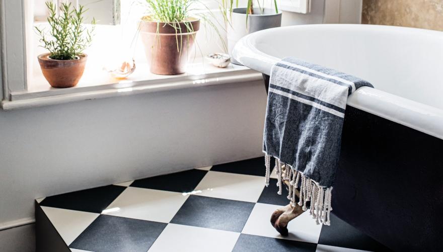 checkered-bathroom-floor.jpg