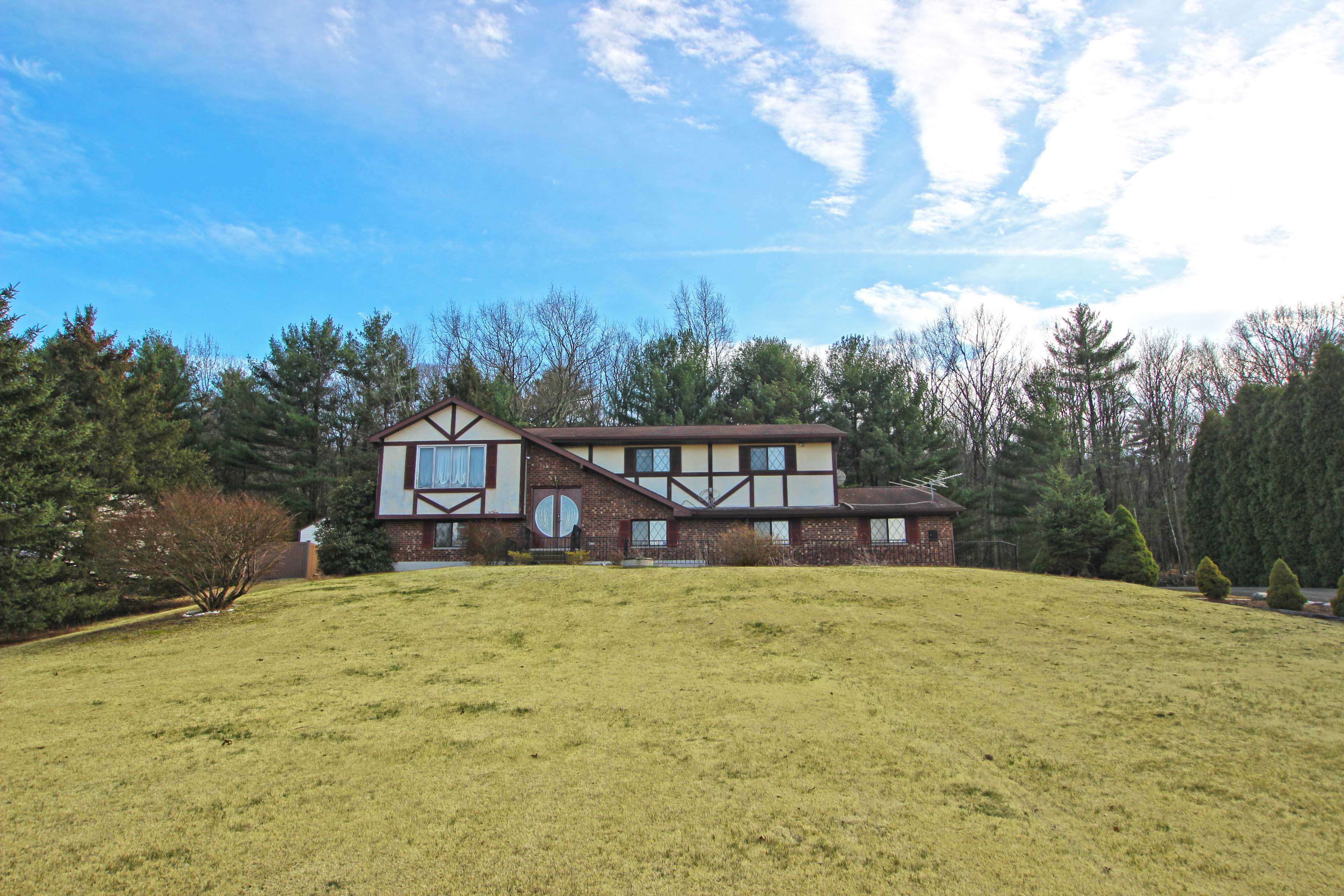 Brodheadsville Home For Sale Just Listed!