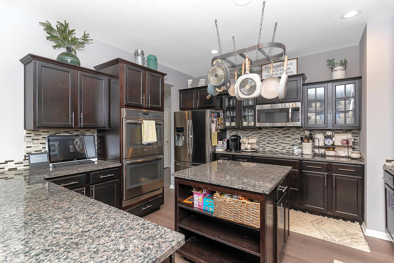 15716 Millwood Dr Noblesville-large-010-12-Kitchen-1498x1000-72dpi.jpg