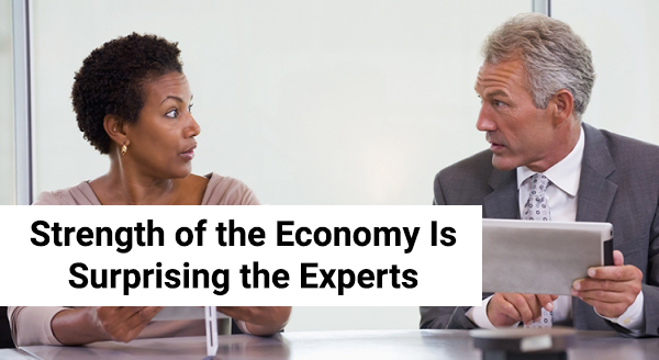 1Strength of the Economy Is Surprising the Experts.jpg