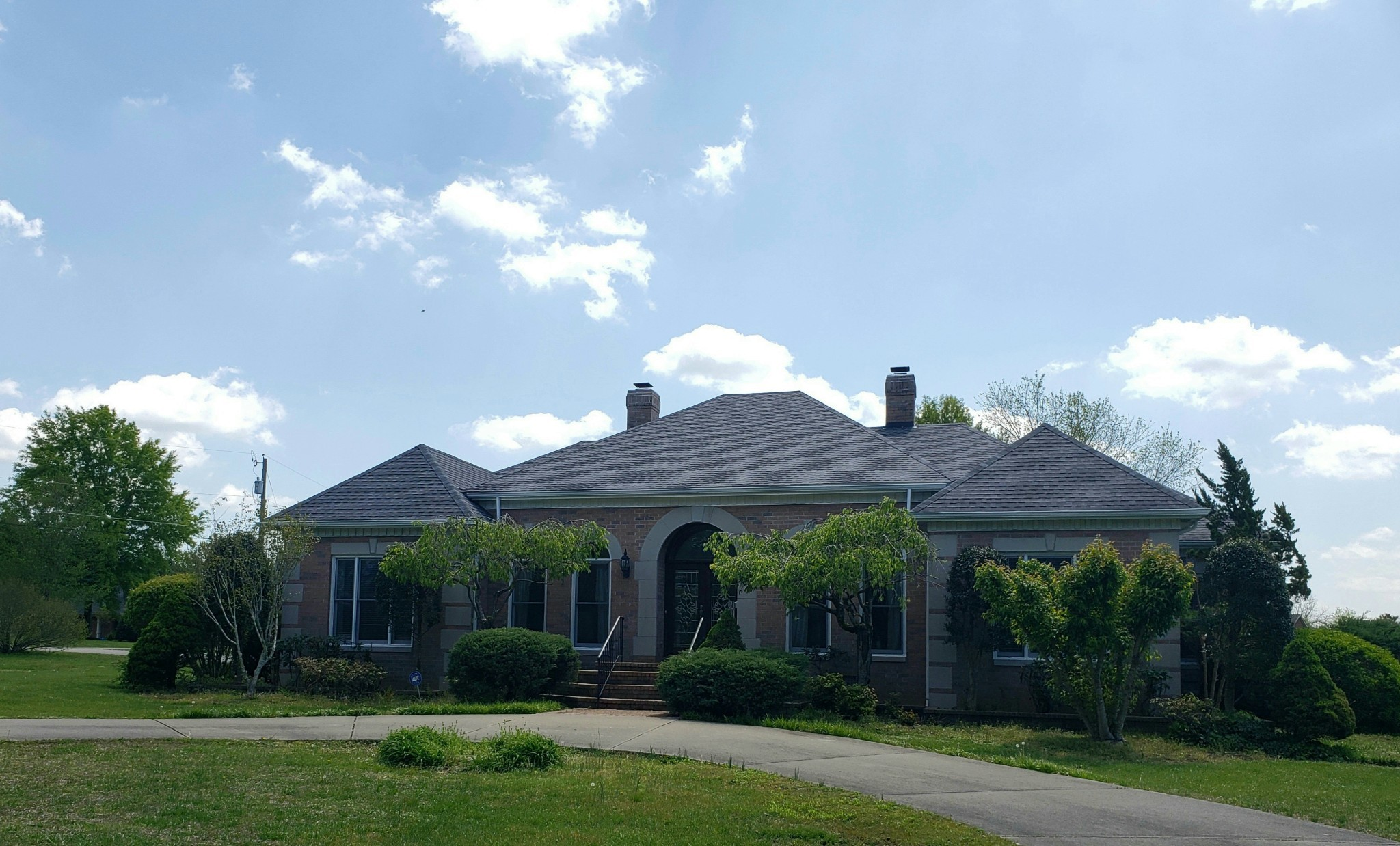 Stunning All Brick 4 BR/3.5 Bath Home On Approximately 1 Acre!  101 Player Ct.,  Springfield, TN.  37172