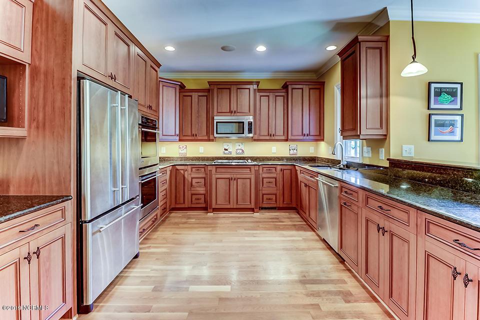 2121 Auburn kitchen.jpg