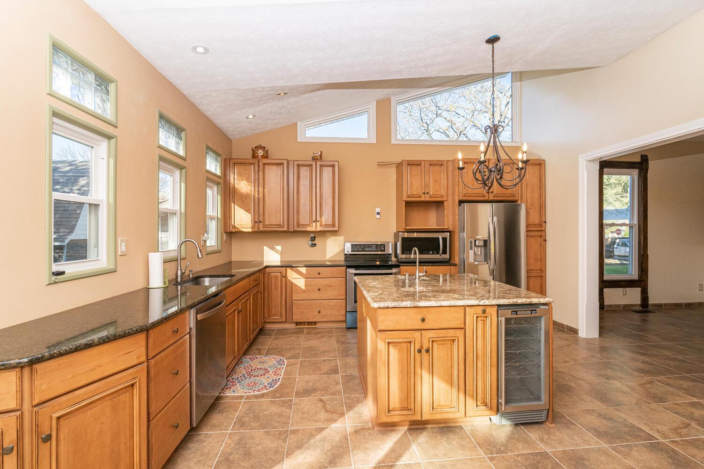 425 Woodward St Lapel IN 46051-large-010-013-Kitchen-1500x1000-72dpi.jpg