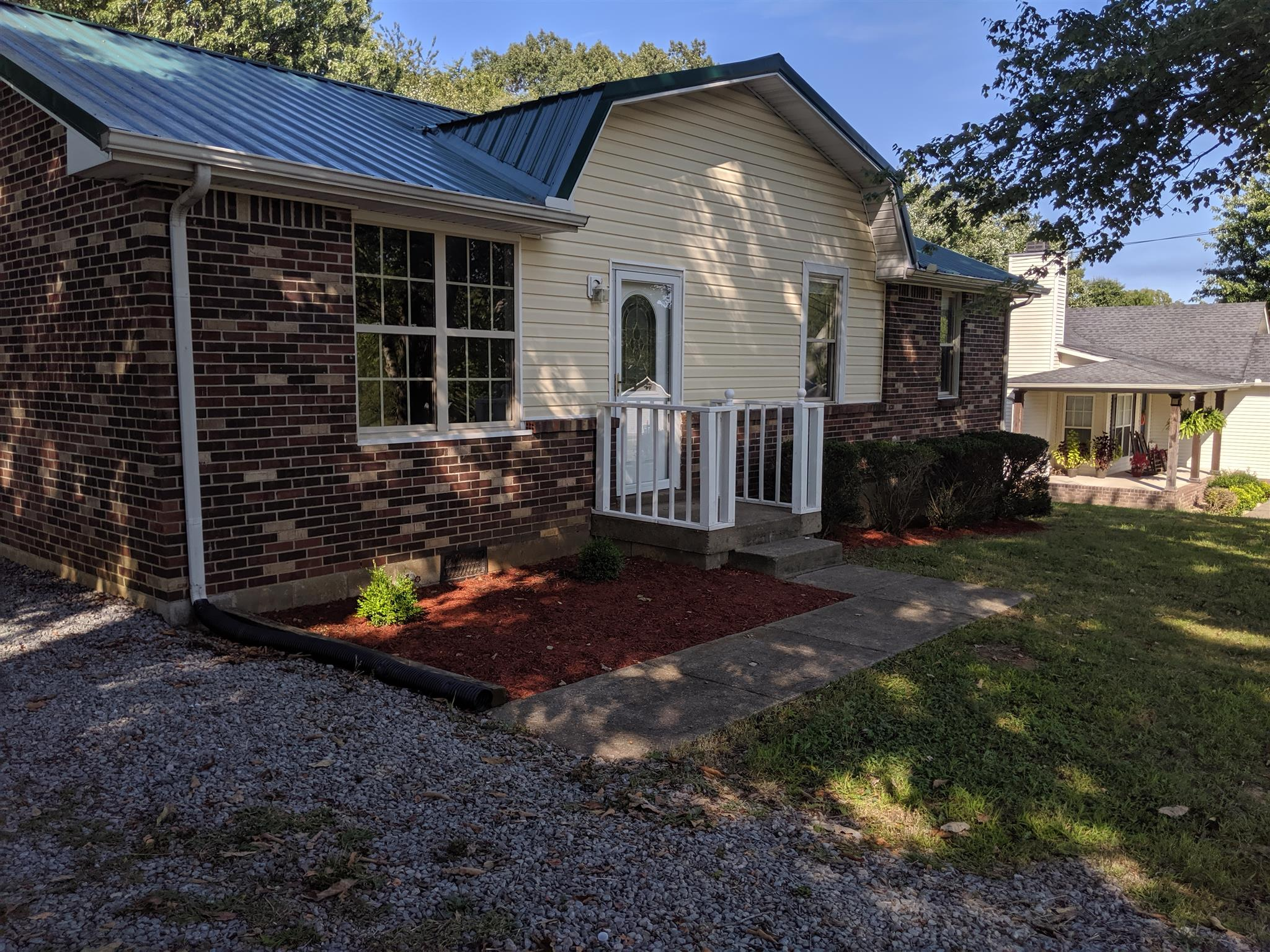 3 BR/1.5 BA Brick Home With 2 Car Carport And Spacious Back Yard!  210 Staggs Dr., Portland, TN.  37148