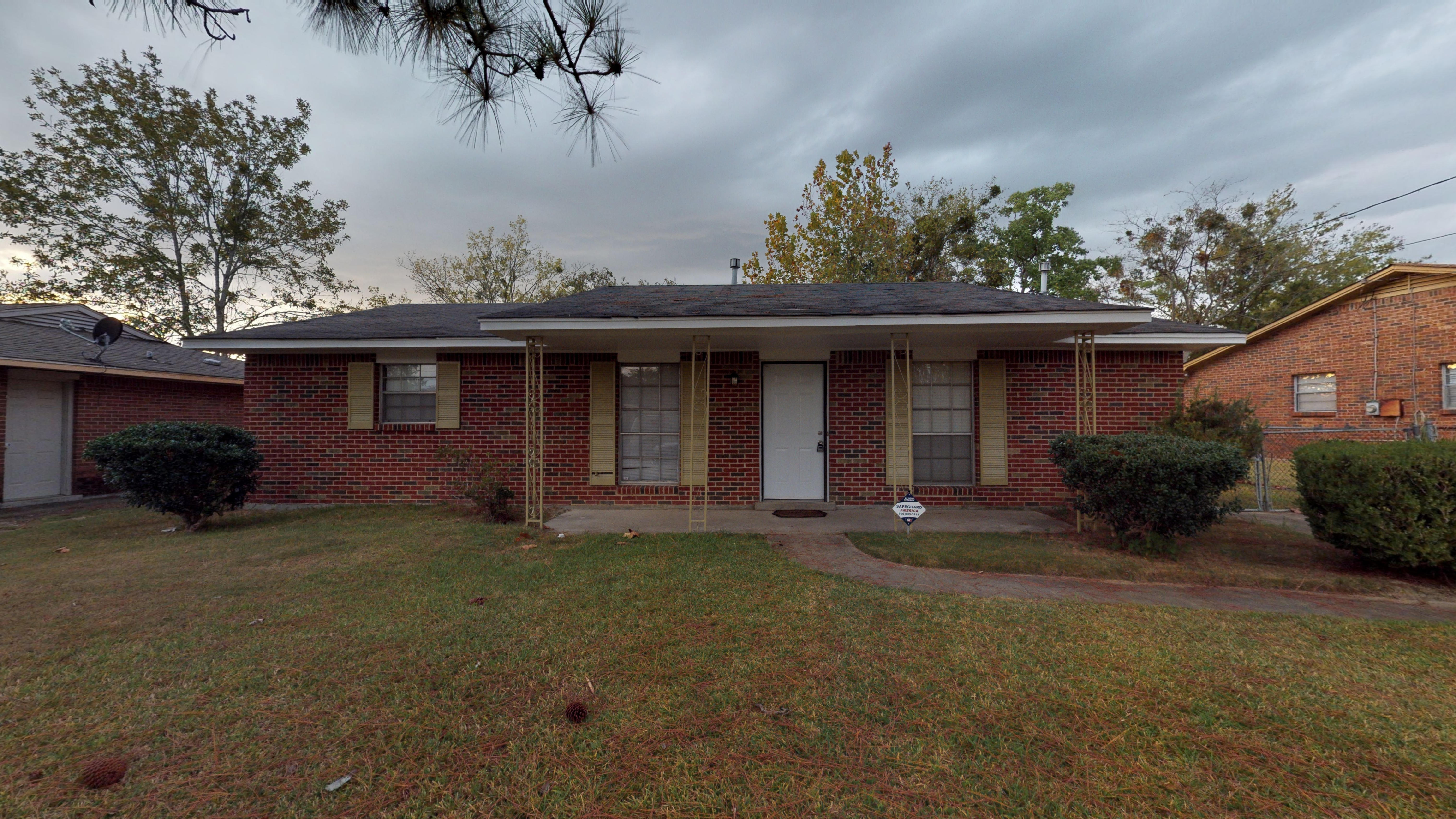 FOR RENT IN MONTGOMERY! 3 BED 2 BATH AT 4240 GREEN MEADOW DRIVE