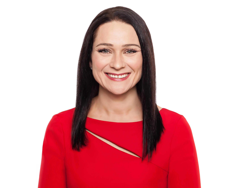 Maggie Macgillivray - headshot maggie1 - hori.jpg