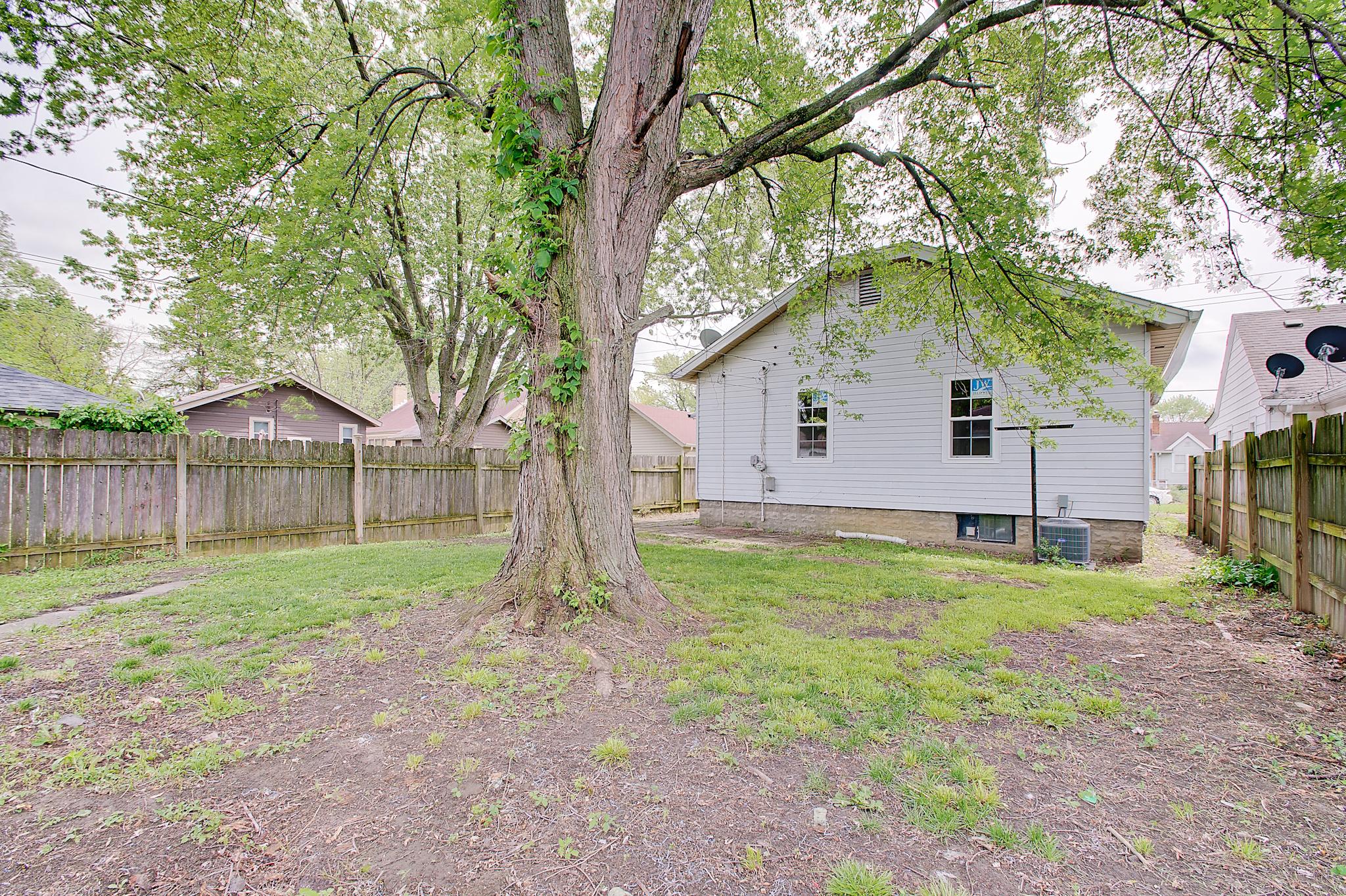 25-Rear-Yard-View-3.jpg