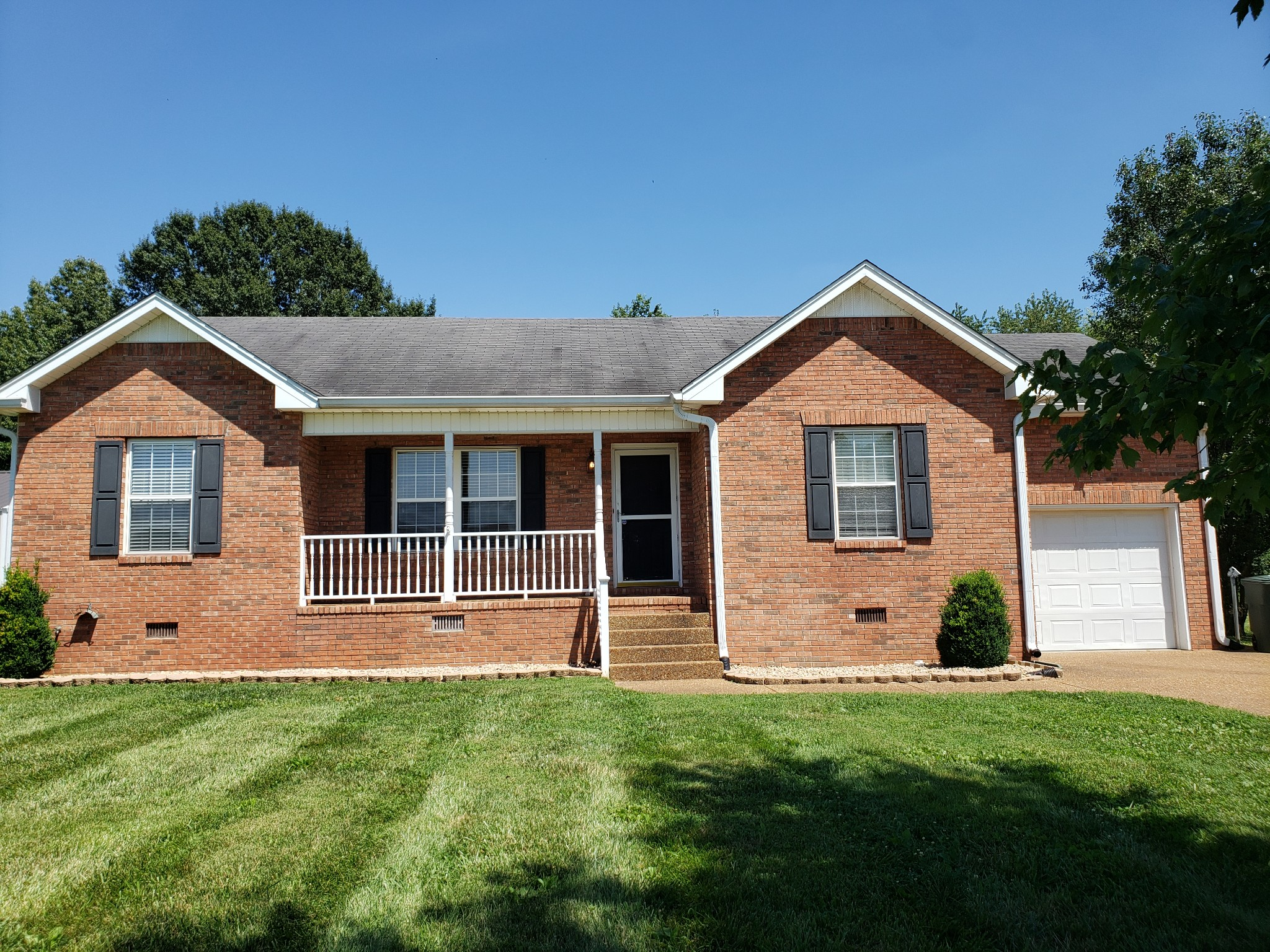 Beautiful 3 BR/2 BA Home With Large Fenced Back Yard!  138 Cody Ct., Portland, TN.  37148
