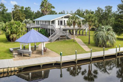 Top 10 Factors to Consider When Buying Waterfront Homes in Bay St. Louis