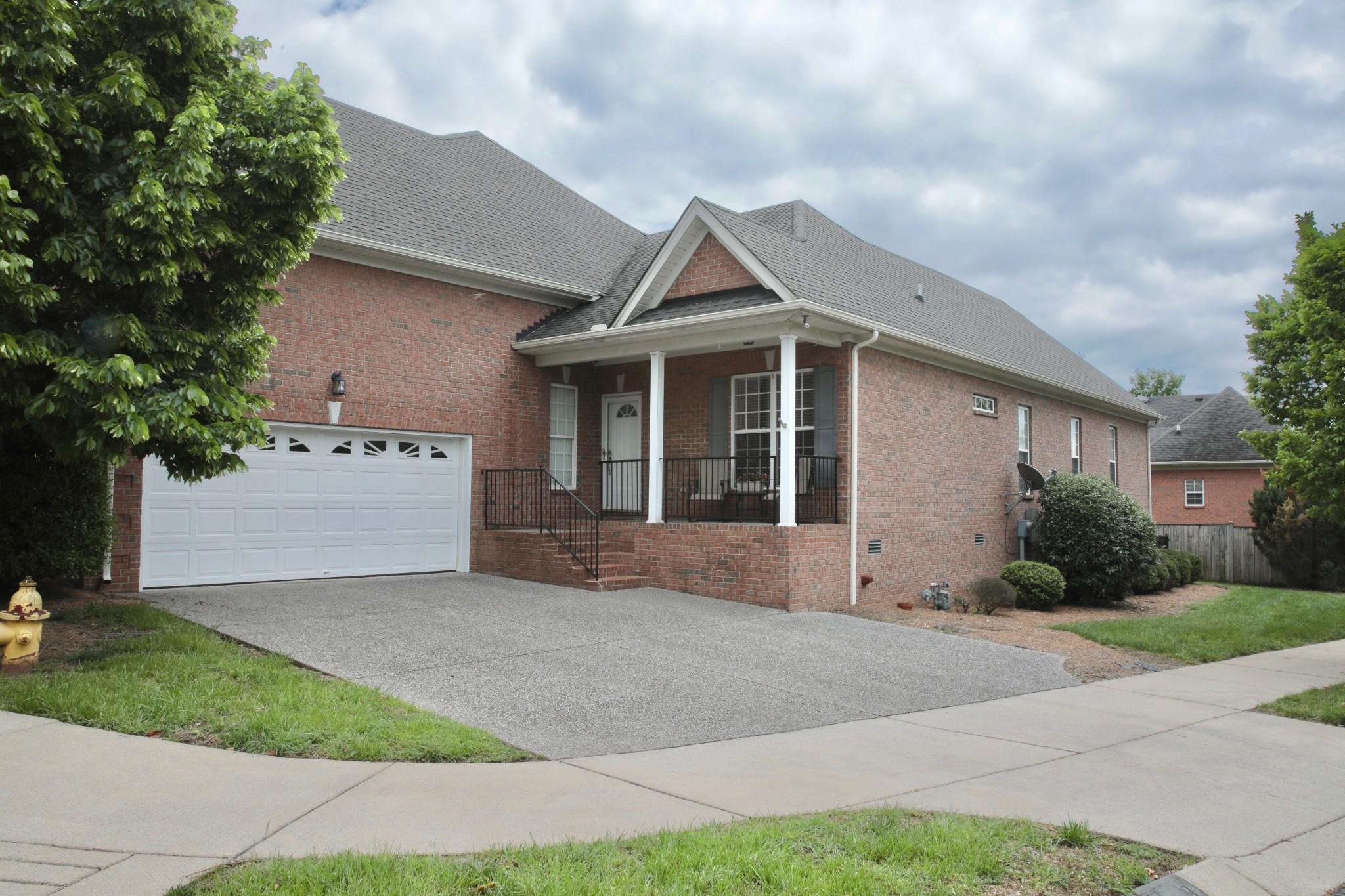 One Level Living, Massive Sunroom, Fenced In Back Yard!  108 Brittain St. ,,Hendersonville, TN.  37075