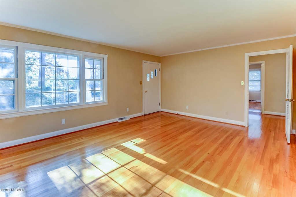 221 Spruce family room.jpg