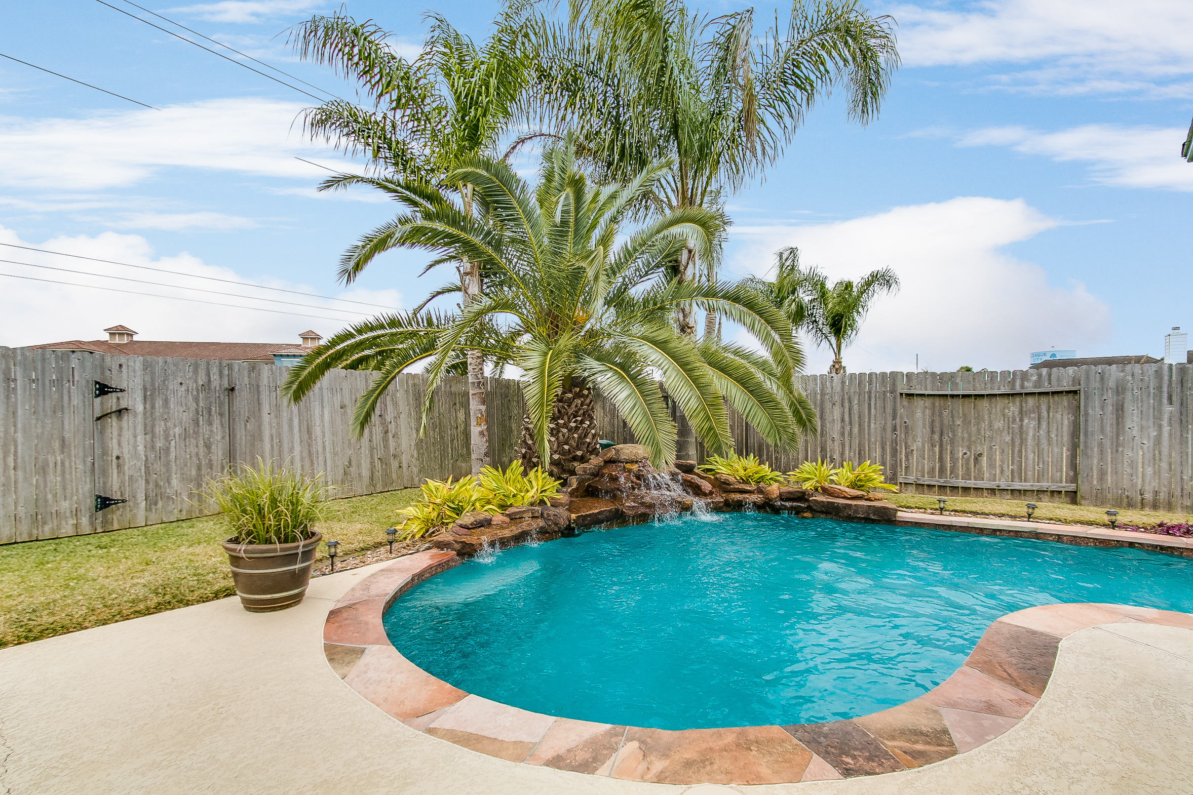 Lovely League City Home with Pool!