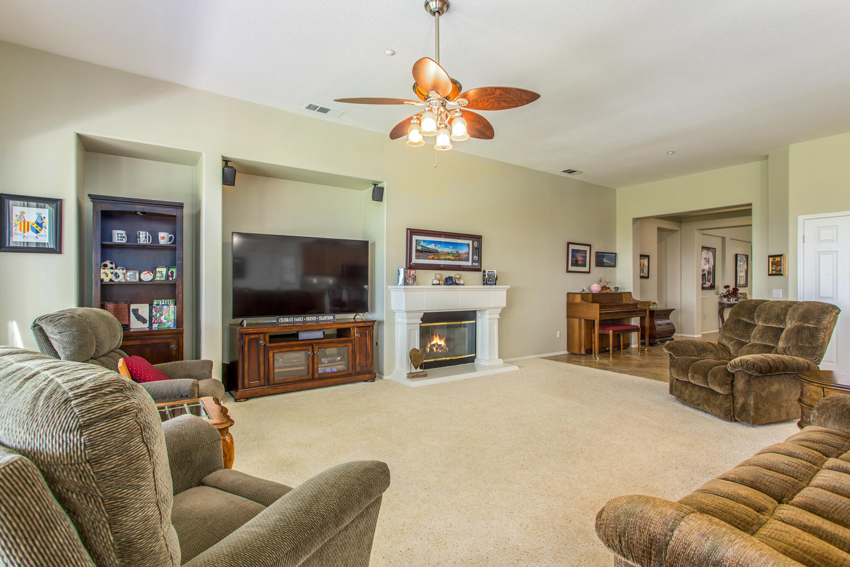 29649 Water St Highland CA-large-013-053-Family Room-1500x1000-72dpi.jpg
