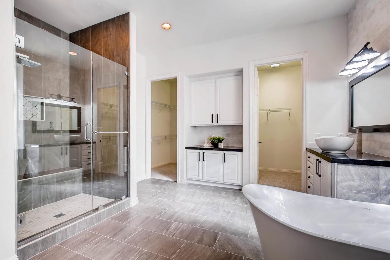 10365 Designata Ave Las Vegas-large-021-19-Master Bathroom-1500x1000-72dpi.jpg