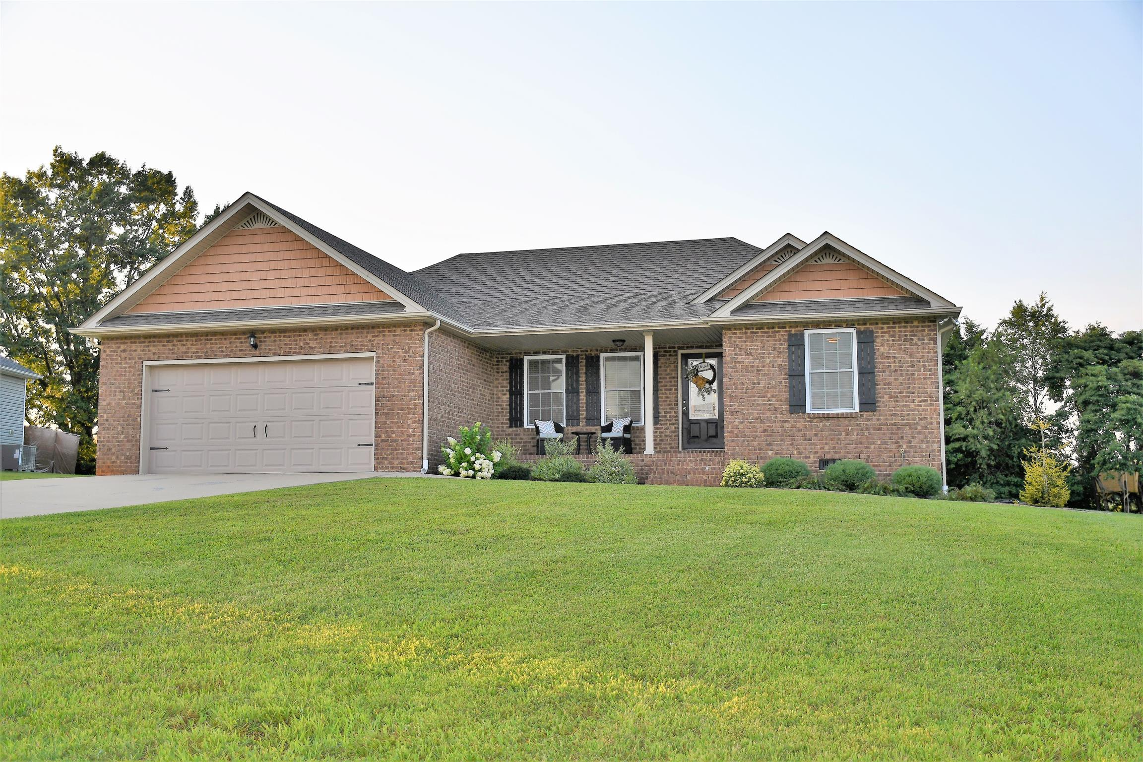 Beautiful Home With Split Bedroom Floor Plan And Custom Cabinets!  125 Hollands Way, Portland, TN, 37148