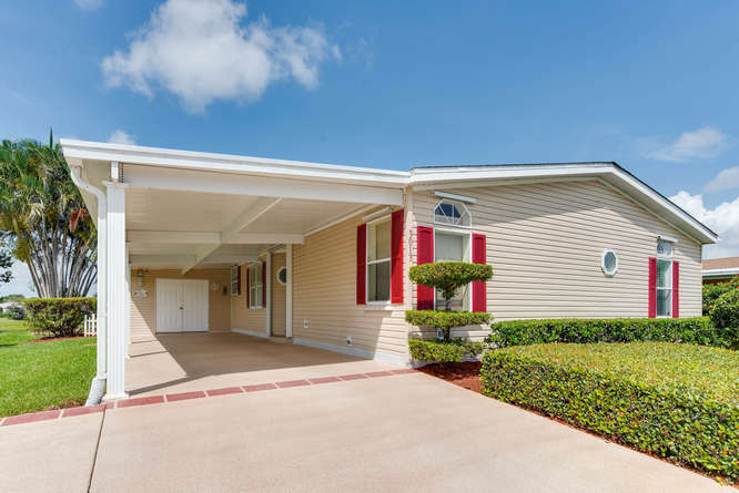 Just Listed: Beautiful Lakefront Home in Port St Lucie!