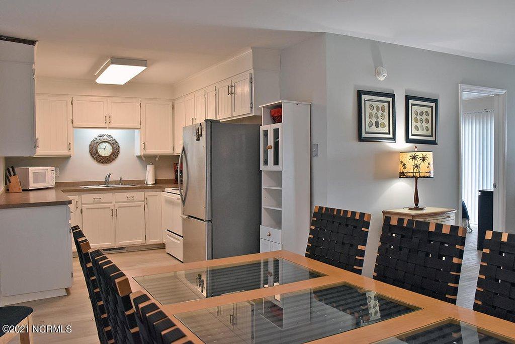 418 kitchen.jpeg