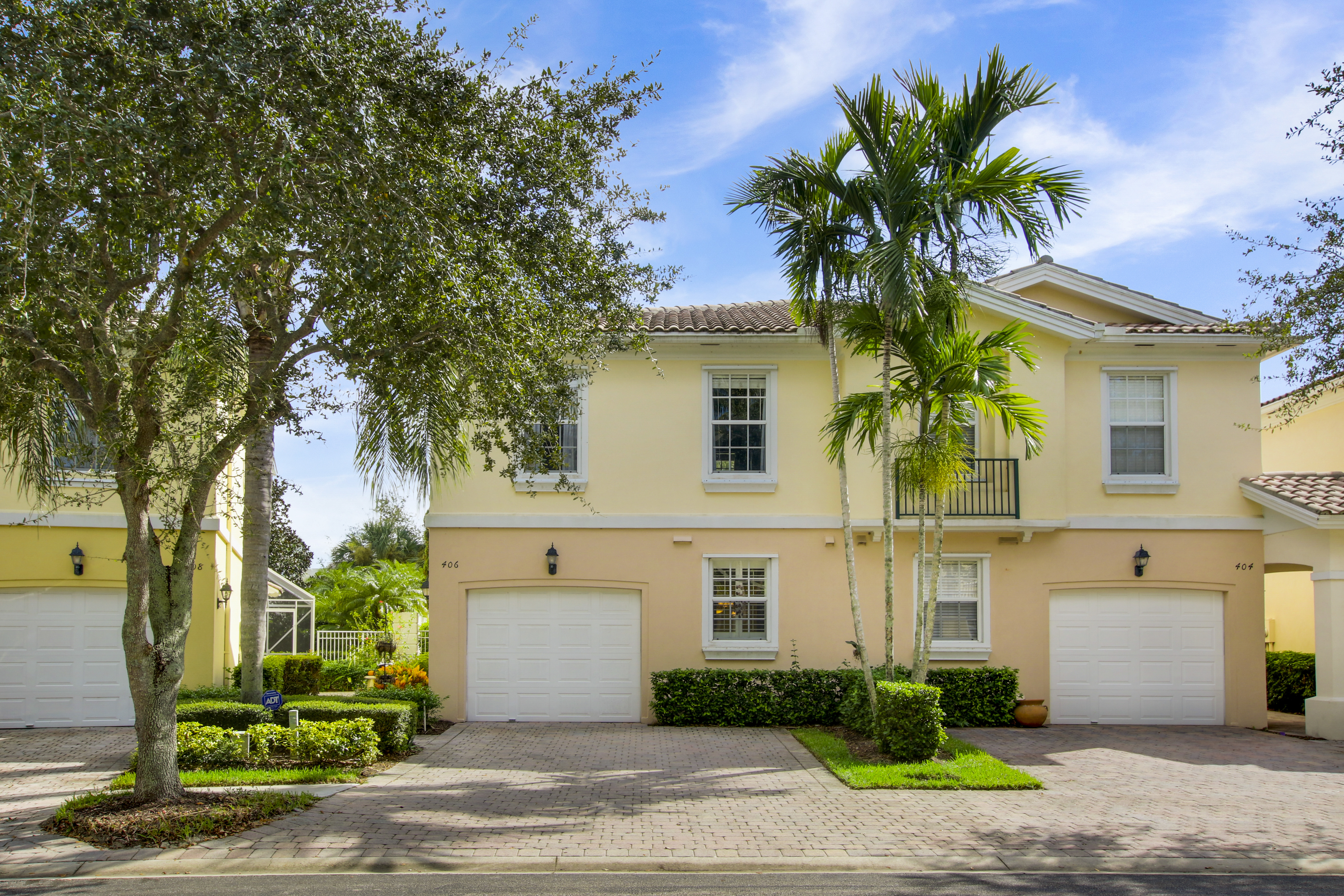 Just Listed! Stunning Palm Beach Gardens Townhouse!