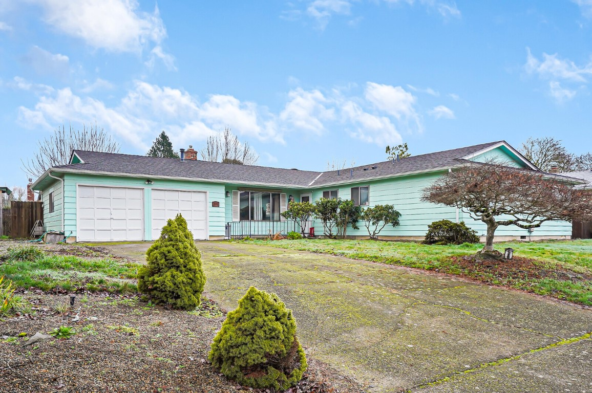 3788 Kermit Ct NE: Spacious Home in a Central Location!