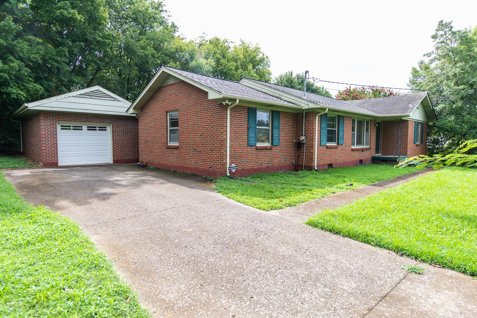 Solid Brick Ranch Home With Large Private Yard And Covered Patio!  2511 Western Hills Dr, Nashville, TN.  37214