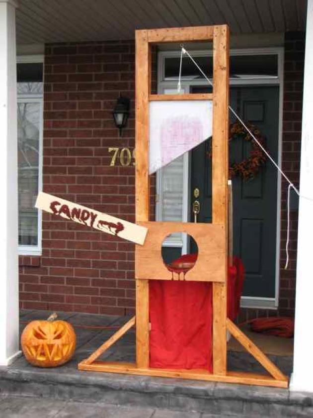 scary halloween-guillotine.jpg