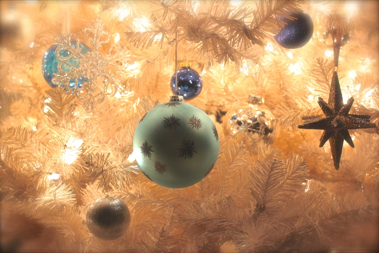 celebration-christmas-christmas-balls-245540.jpg