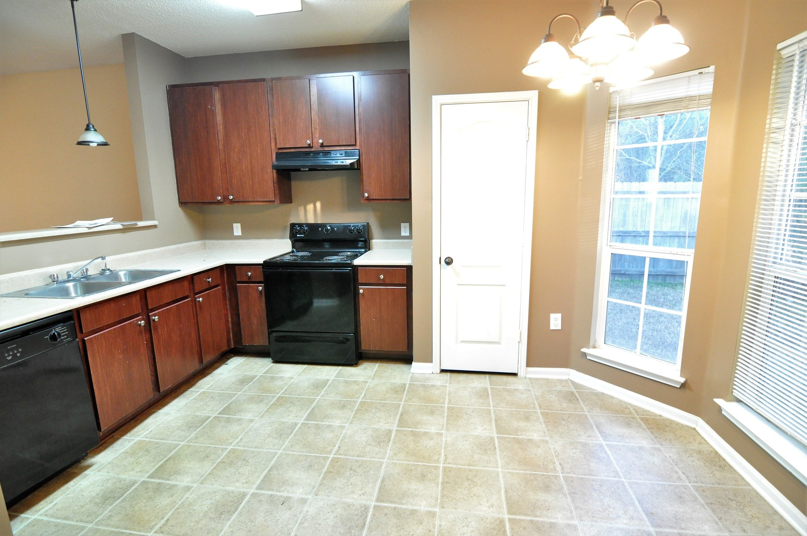 FOR RENT IN ELMORE! 2 BED 1 BATH AT 24 PINE MEADOW CIRCLE