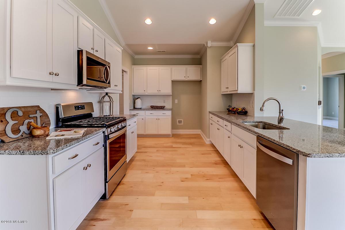 3723 kitchen.jpg