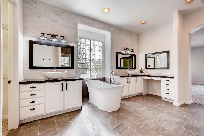 10365 Designata Ave Las Vegas-large-020-26-Master Bathroom-1500x1000-72dpi.jpg
