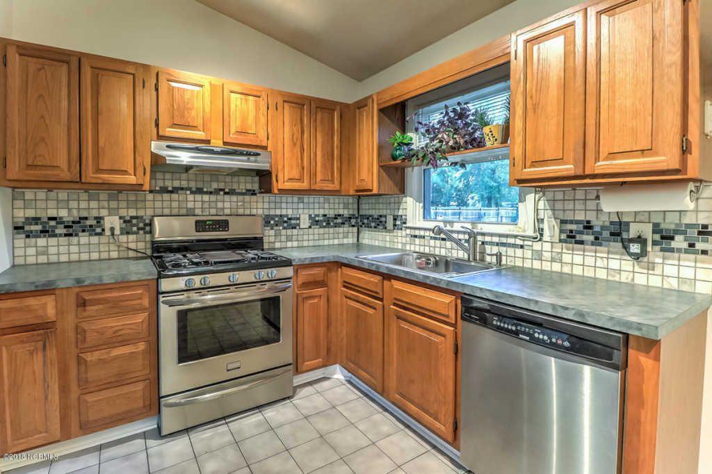 422 crestwood kitchen.jpg
