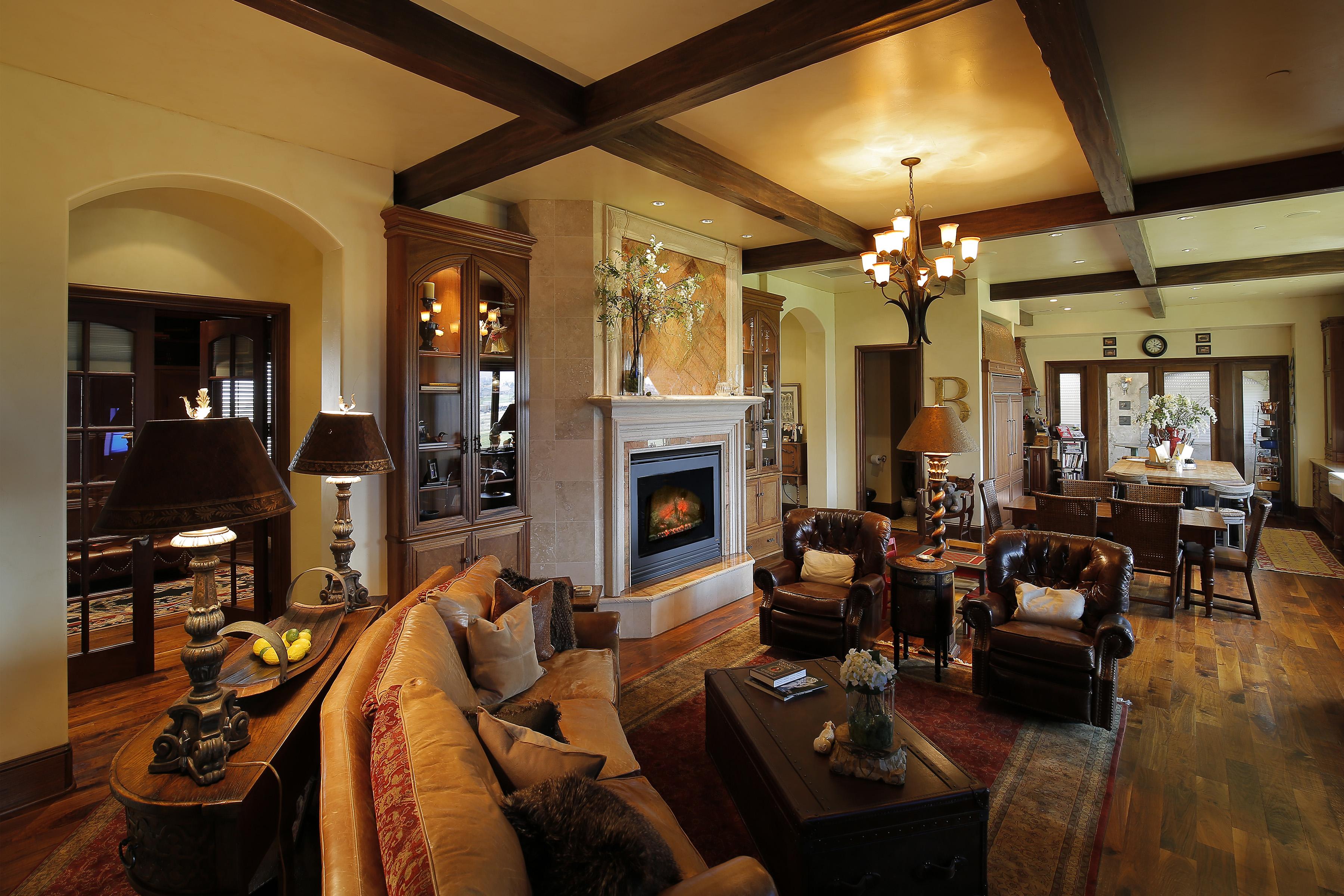 Richards living room.jpg