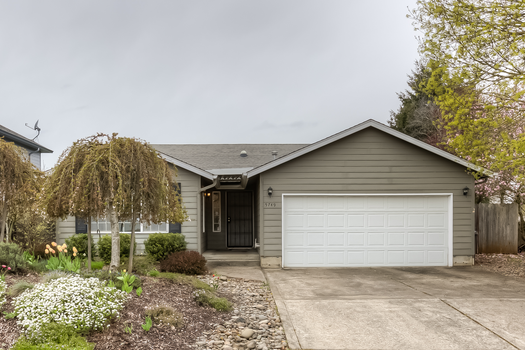 5749 Moonstone Lp: Darling Home in Quite South Salem Neighborhood!