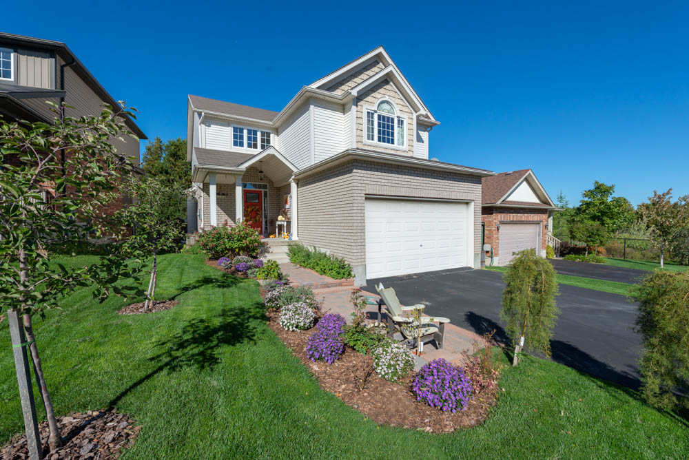 **SALE PENDING** 49 Sandringham Cir Orangeville Real Estate MLS Listing