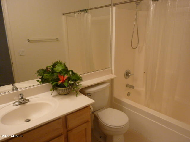 bad pictre of bathroom.jpg
