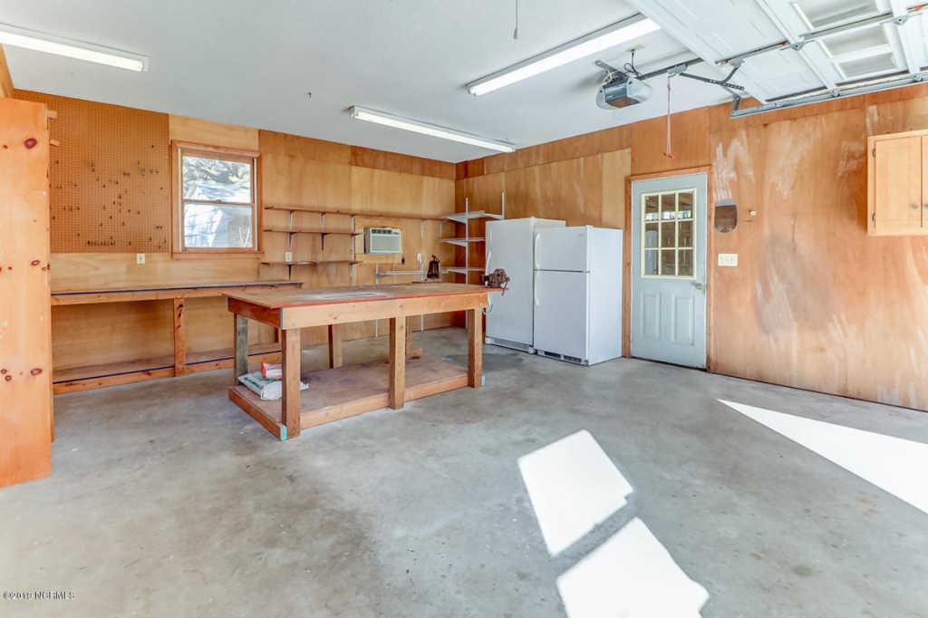 221 Spruce garage 2.jpg