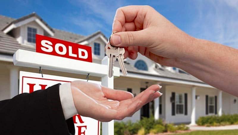real-estate-keys-hand.jpg