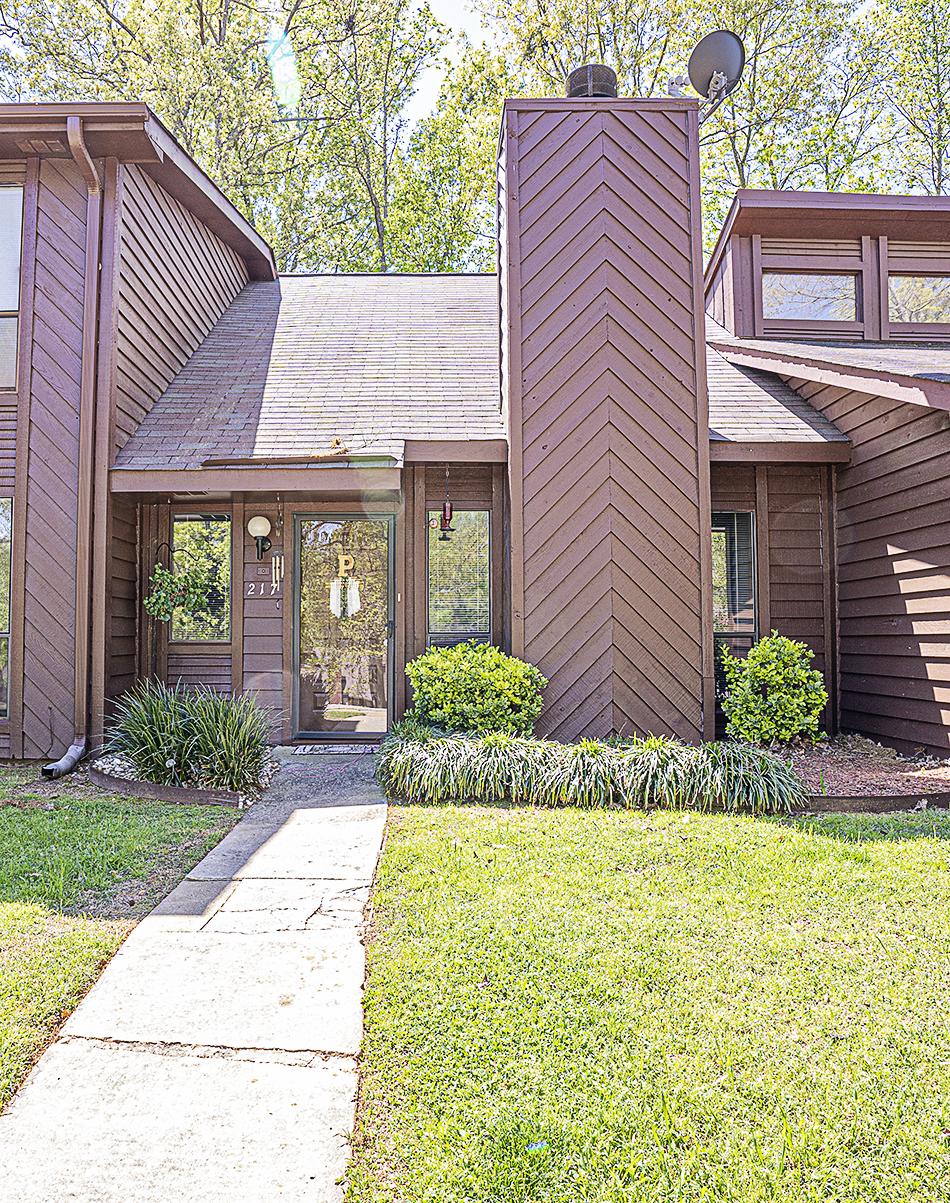 217 Rock Knoll Dr, Greenwood, SC 29649 | Kellar Lawrence Real Estate 864-942-8991