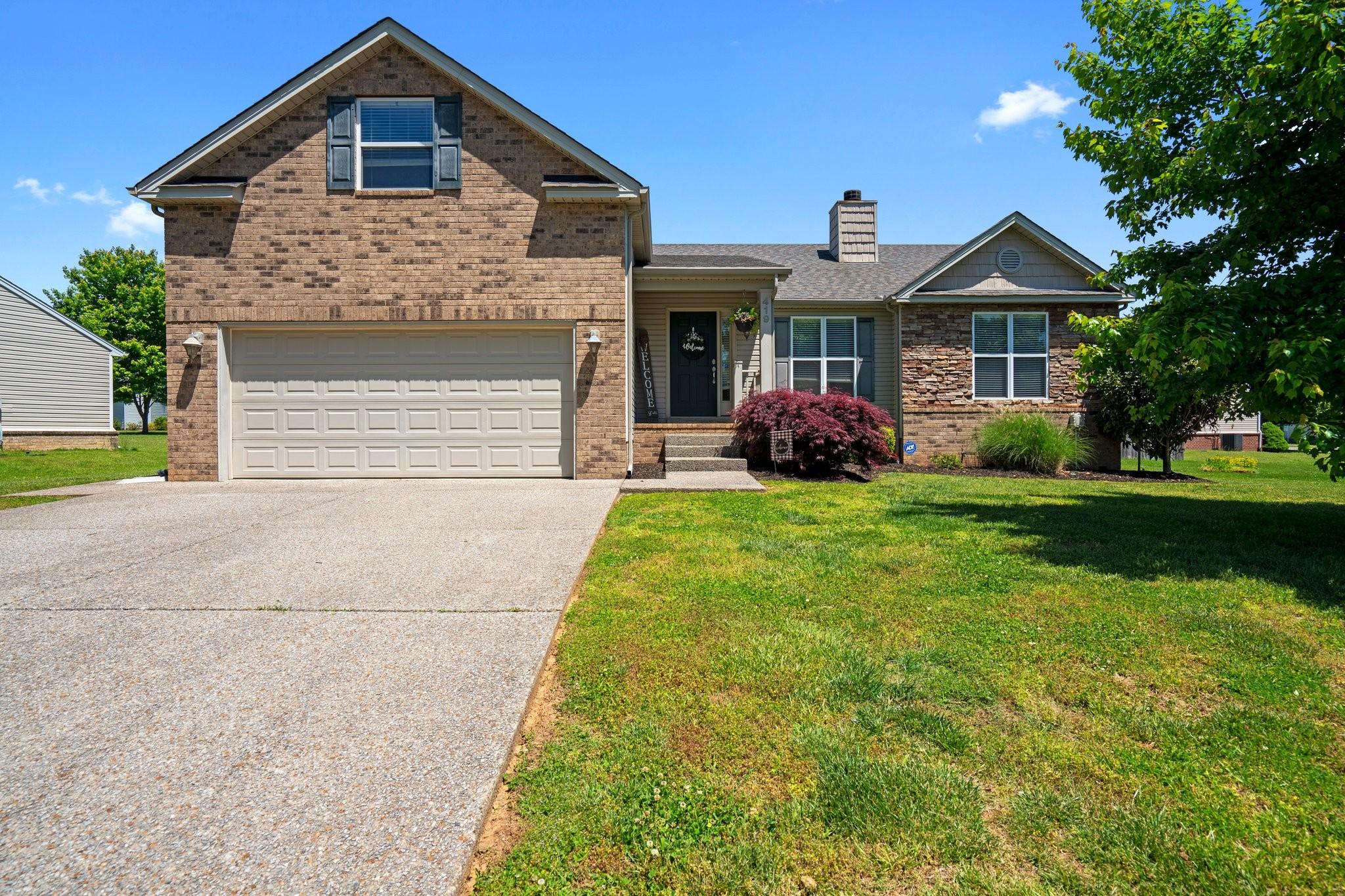 Beautiful 3 BR/2 BA Home In Desirable Neighborhood!  419 W Winterberry Trail, White House, TN.  37188