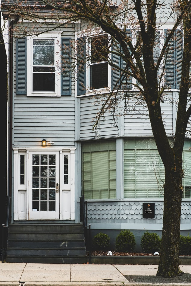 Ten things you can do now to improve your home's curb appeal to sell this spring.